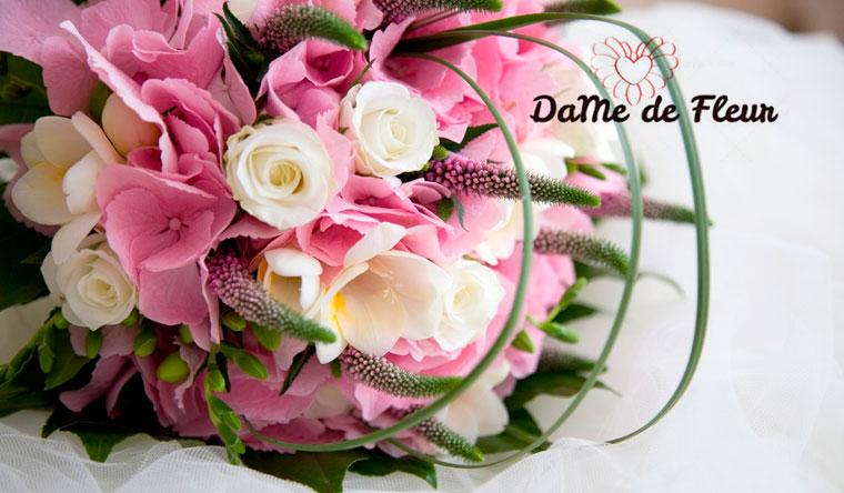 Скидка до 55% на композиции в корзинах и букеты из тюльпанов и роз от цветочной компании DaMe de Fleur
