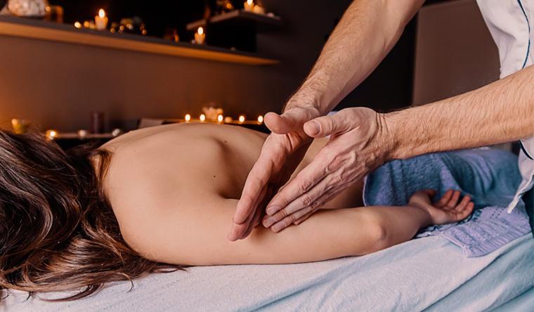 Скидка до 76% на спа-программы с обертыванием, массажем, пилингом, стоун-терапией и не только в салоне «Лада»