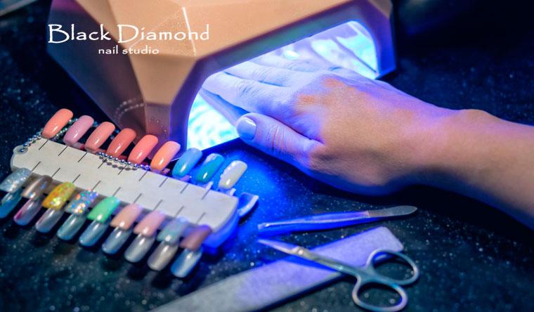 Ногтевой сервис в сети салонов красоты Black Diamond: маникюр и педикюр + нанесение стойкого гель-лака Shellac + дизайн двух ногтей! Скидка до 73%