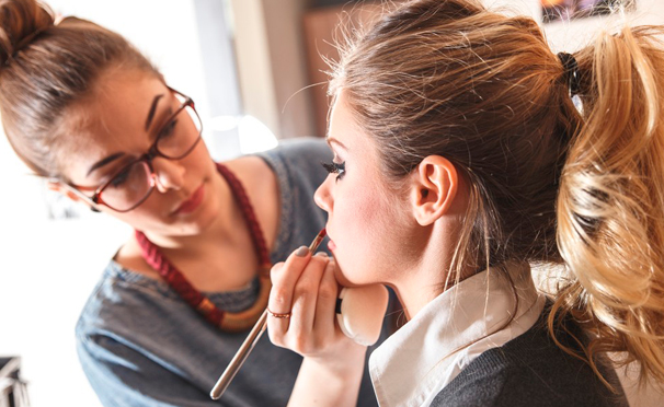 Курсы и мастер-классы по визажу в студии «Территория успеха»: «Сам себе визажист», «Долой усталый вид», «Коррекция и окрашивание бровей» и другие. Скидка до 86%