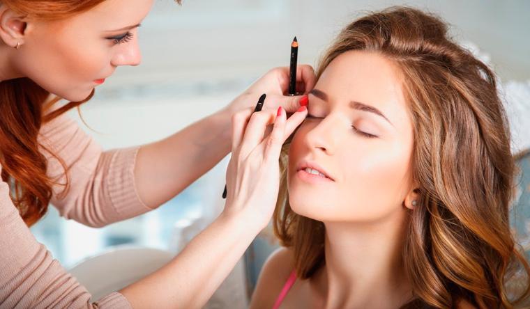 Мастер-классы и курсы по визажу в студии «Территория успеха»: коррекция и окрашивание бровей, дневной или вечерний макияж, омолаживающий макияж и другое. Скидка до 86%