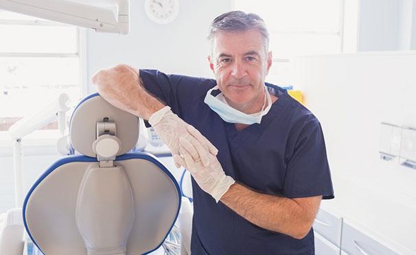 Гигиена полости рта, лечение кариеса, реставрация и удаление зубов, протезирование, установка брекетов в медицинском центре «Омега». Скидка до 89%