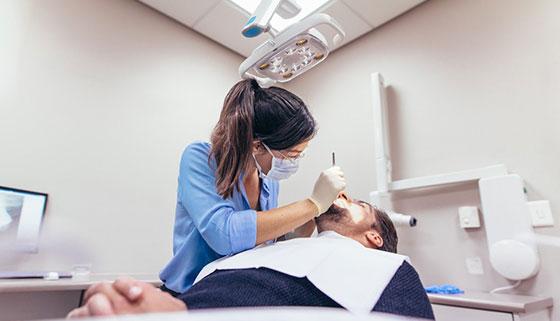Установка брекет-системы или коронок, чистка, отбеливание, реставрация, лечение и удаление зубов в медицинском центре «Омега». Скидка до 89%