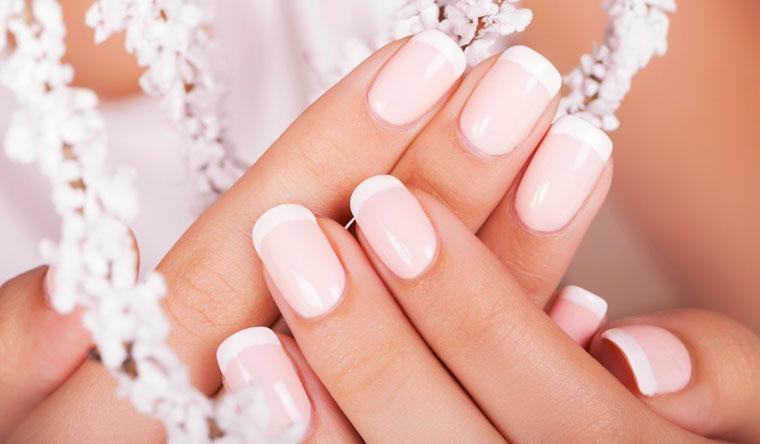 Аппаратный маникюр и педикюр + покрытие ногтей гель-лаком + спа-уход и дизайн ногтей в салоне красоты Golden People. Скидка до 71%