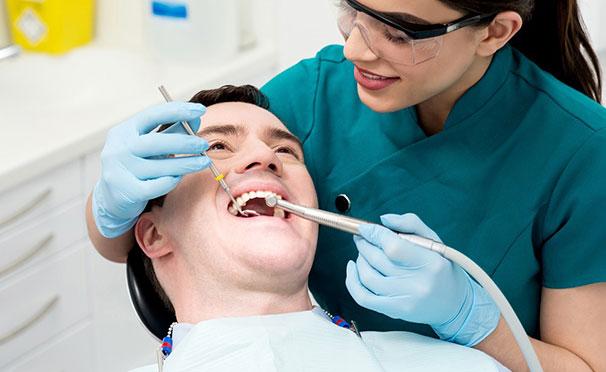 Профессиональная гигиена полости рта и лечение кариеса в стоматологии «Альдента» со скидкой до 71%