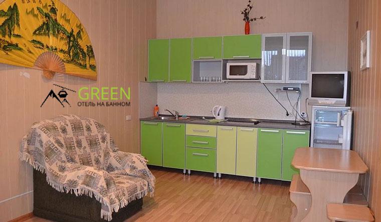 Скидка до 55% на отдых на курорте «Банное» в отеле Green: двухуровневый номер «Люкс» или VIP с кухонной зоной, мангальная зона, парковка, детская площадка