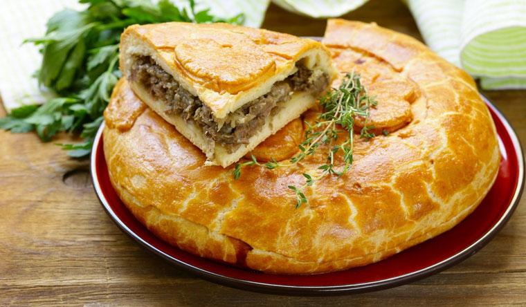 Доставка вкусных пирогов и рулетов от пекарни «Бравый пекарь». Фирменный пирог с мясом и грибами, рулет с яблоками, пирог с брусникой и не только! Скидка 60%