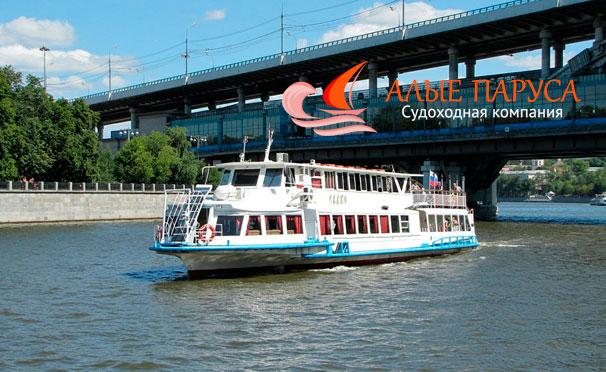 Прогулка на теплоходе по Москве-реке через весь центр столицы от судоходной компании «Алые паруса». Скидка до 65%