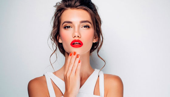 Восковая эпиляция для мужчин и женщин, наращивание ресниц, коррекция и окрашивание бровей, мужская и женская стрижка, маникюр, педикюр, наращивание ногтей, татуаж, услуги визажиста и не только в салоне красоты Lavis. Скидка до 20%