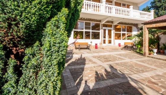 Проживание для двоих, троих или четверых в номере «Стандарт» в гостевом доме «Вита» в Адлере. Скидка 30%