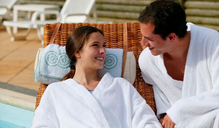 Скидка до 54% на отдых в сауне с бассейном и термальной зоной в «Семейном спа-клубе»