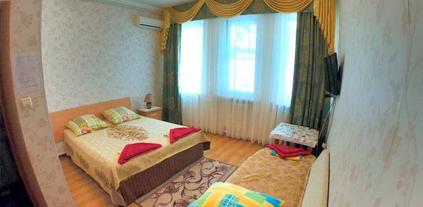 Скидка до 33% на отдых с проживанием в номере на выбор в гостевом доме «Олимпийский» в Кабардинке