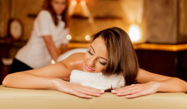 Спа-ритуалы для одного или двоих в салоне красоты Shel Spa: массаж, распаривание в фитобочке, шоколадное обертывание и не только! Скидка 80%