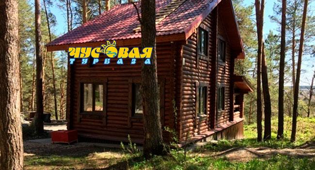 Скидка до 48% на отдых с проживанием, завтраками, арендой мангала и другим на базе отдыха «Чусовая» в Свердловской области
