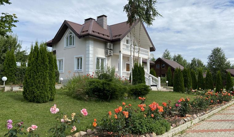 Скидка 30% на проживание для двоих или компании до 8 человек в доме или в номере на базе отдыха «Family House Брейтово»