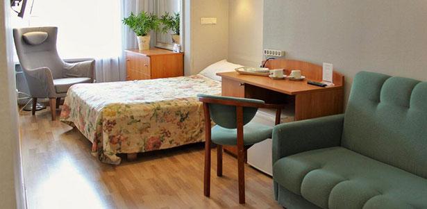 Скидка до 70% на проживание для одного, двоих или троих с завтраками в отеле «Новые комнаты» в самом центре Санкт-Петербурга