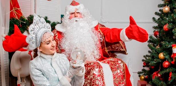 Скидка до 75% на вызов Деда Мороза и Снегурочки на дом, в детский сад или офис с поздравлением и развлекательной программой от компании Dedmorozspb