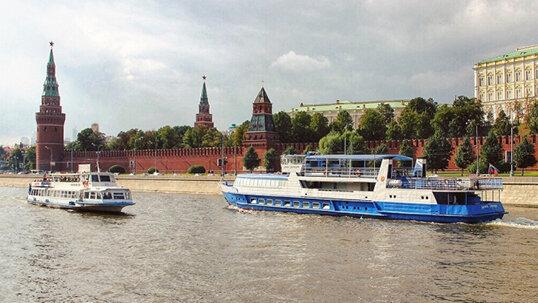 В такую жару надо ближе к воде! Билеты на прогулку на теплоходе по Москве-реке от судоходной компании «Алые паруса»! Скидка 65%!