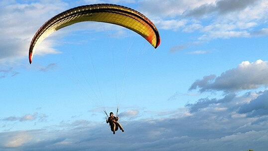 Купон на скидку 60%! Тандемный полет на параплане с инструктором от компании Para-Pro на парадроме «Карцево»