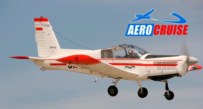 30 минут полета на самолете «Як-18Т» для одного, двух или трех человек, мастер-класс по пилотированию, экскурсионный маршрут от аэроклуба Aerocruise. Скидка до 65%