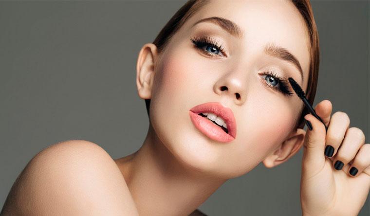 Обучающие курсы в школе «Территория красоты»: «Сам себе косметолог», «Сам себе косметолог и визажист» или «Макияж на каждый день»! Скидка 90%